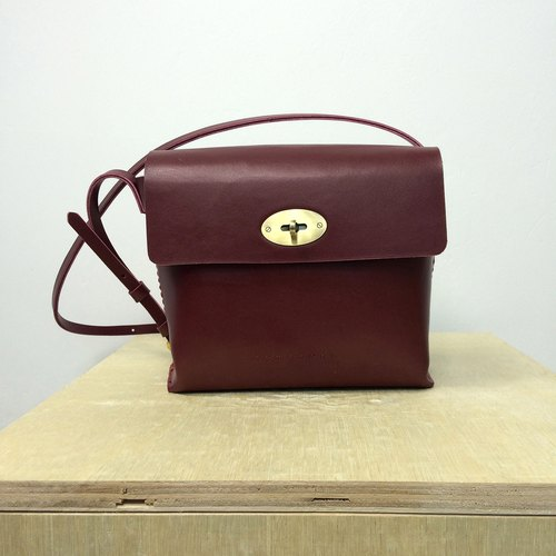 Zemoneni Burgundy color leather unisex shoulder bag with metal turn lock