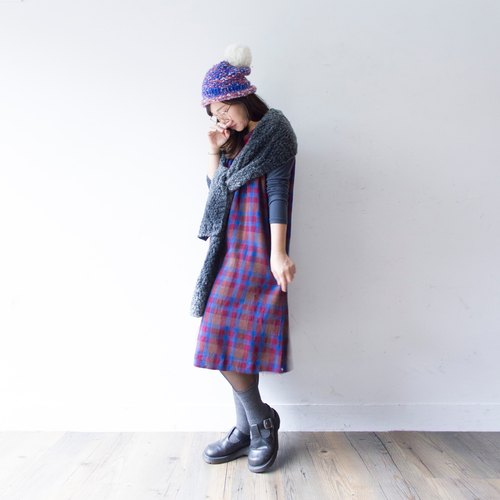 Banana cat. Banana Cats thick woolen vest vintage red plaid skirt