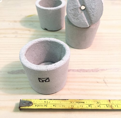 [Flora and fauna] handmade cement pots. One number [excluding plant]