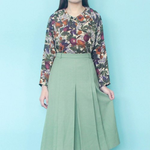 Vintage │ symmetrical half of pandan green dress