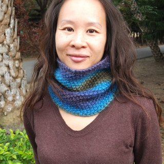 Hand-woven wool warm blue gradient around neck