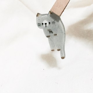 Gray cat brooch pulled back