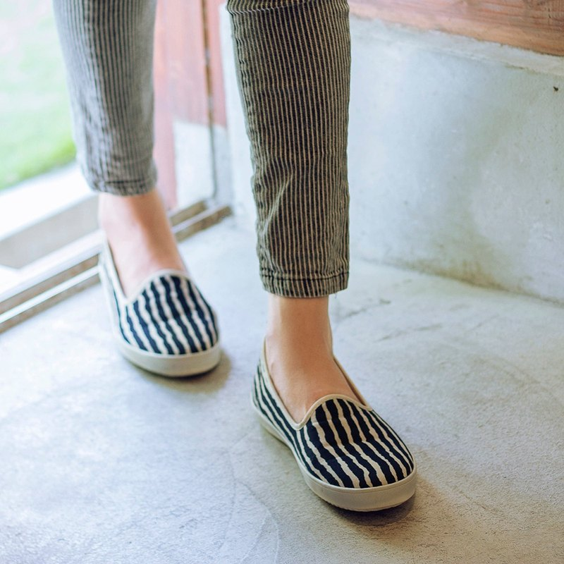 Love Day | Simple Striped Floral Shoes. Simple Stripe Sense. Commuter Recommended. Leather Insole
