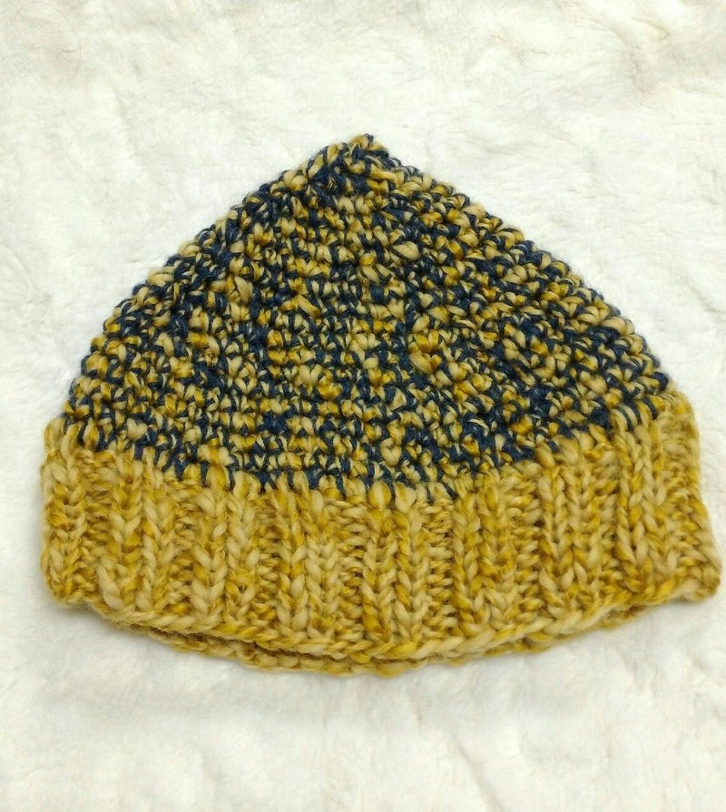 Color elf hat - both men and women wear appropriate