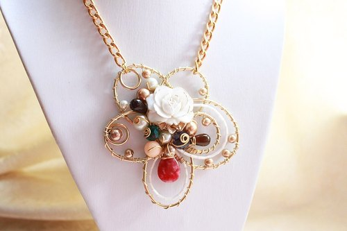 White and Gold Resin Flower with colourful stone and pearl with Non-tarnish Golden Wire Wrapped Necklace (N459)
