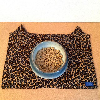 In cat food Matt leopard Brown / hood ball underlay