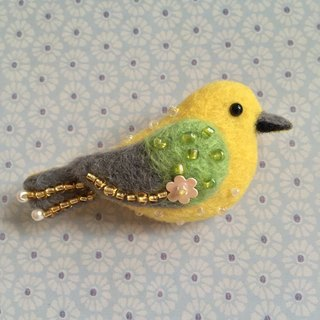 Bird (yellow) - Hand made wool felt pins