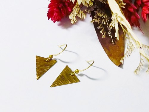 ❡ knock pattern triangle earrings