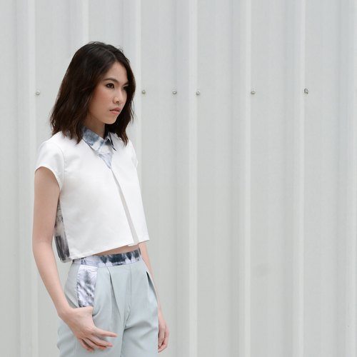 "White Triangle Crop (size S 32 "")"