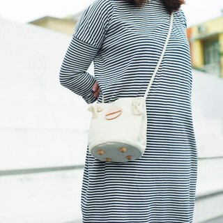 Cotton canvas circle bucket bag (Cream Color)