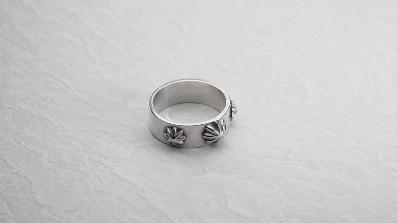 925 silver Triconcho ring