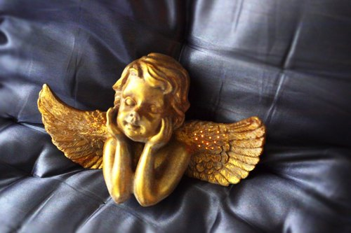Emitting guardian angel / pale gold art lighting (send senior USB connector / socket)