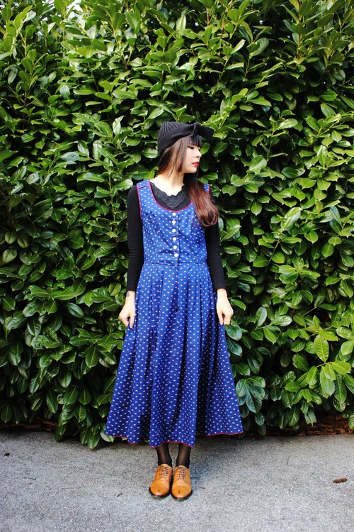 F838 (Vintage) dark red trim blue small floral cotton vest dress (traditional Austrian Dirndl)