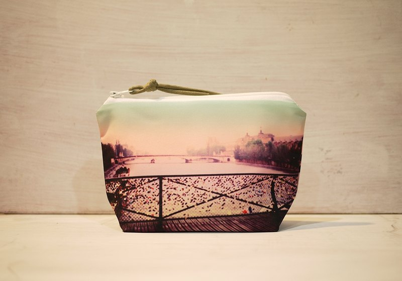 [Travel] Dumpling-type cosmetic bag [Scenery]