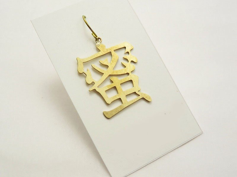 "Cut character earrings ""honey"""
