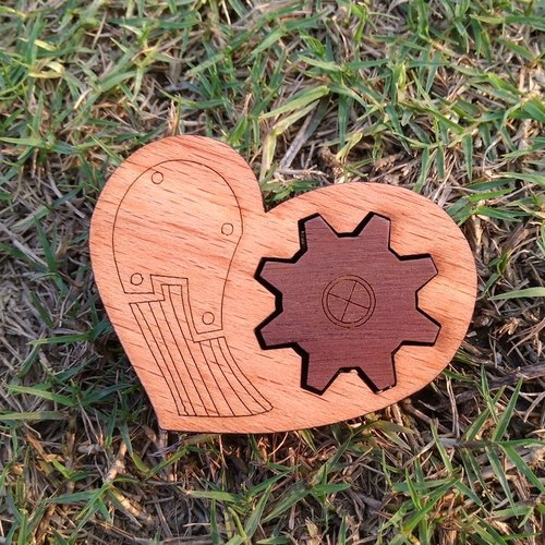 Rotating gears heart - two a group - natural wood molding magnet (gift / office supplies)
