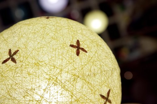 [Yellow] hand-woven embossed ball lampshade