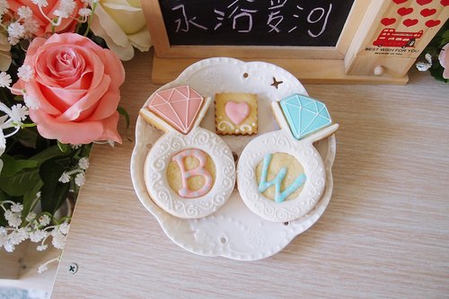 Pink diamond ring sugar cookies gift box