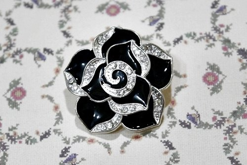 Rhinestone Black Flower - earphone series - wealthy << >>