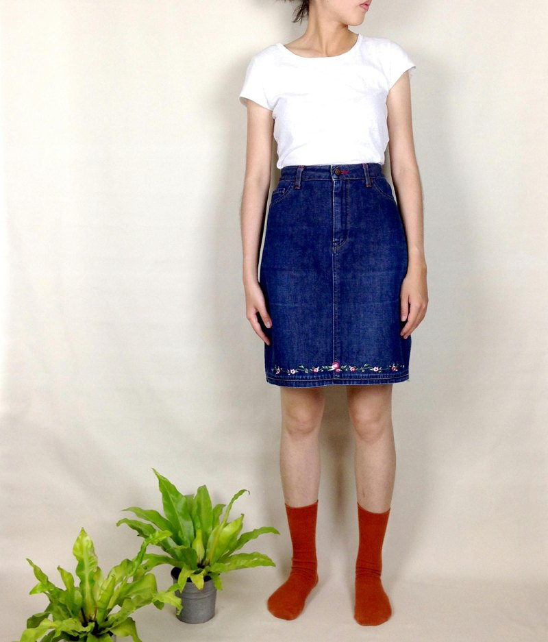 Priceless knew │ │ flowers embroidered denim skirt VINTAGE / MOD'S