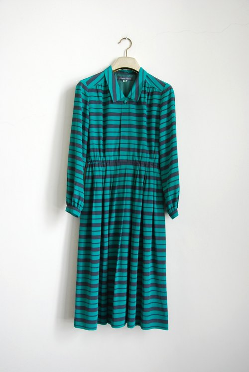 Green and lines vintage dress