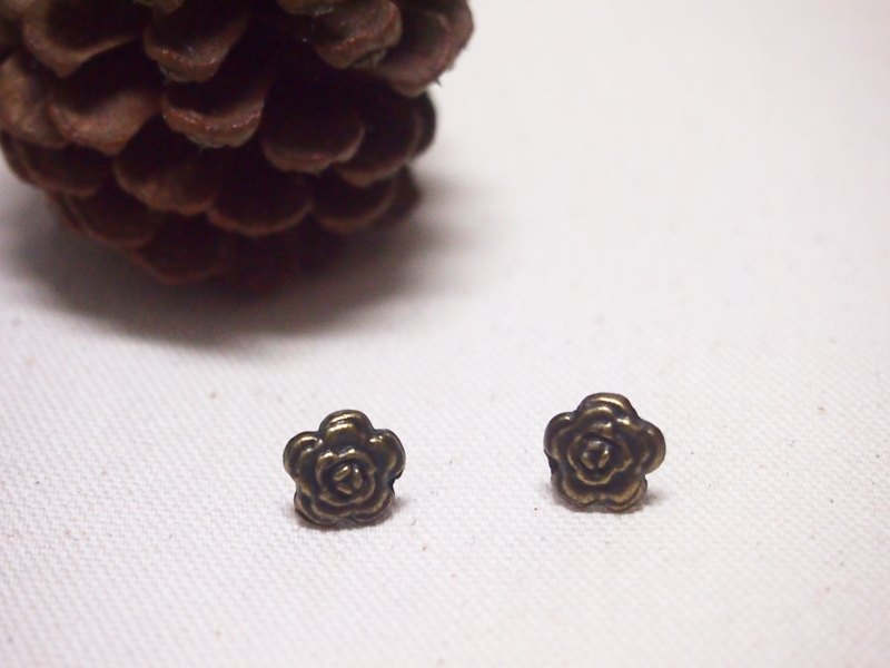 Button New Life [Green ancient flowers] retro earrings