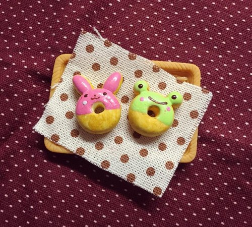 New listing Bunny ~~ ~~ mini donuts and frog earrings set (a set of 2) (which can change the ear clip-on) ((over 600 were sent mysterious little gift))