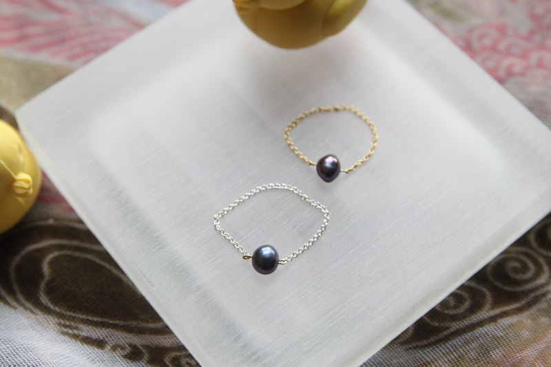 gold-plated Silver-plate chain Ring with pearl , please provide ring size when order鍍金 /鍍銀鍊條天然黑珍珠戒指 (天然黑珍珠約5MM粗, 珍珠為扁身)