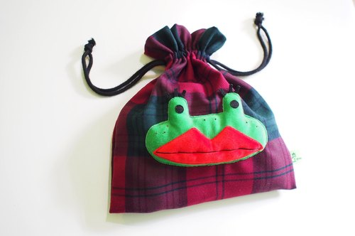 E * group A green frog pink frog perspective Pouch