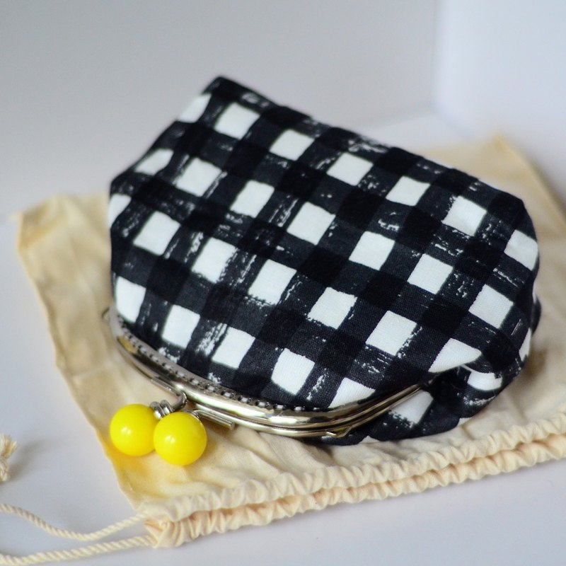 Out cosmetic. black Gingham