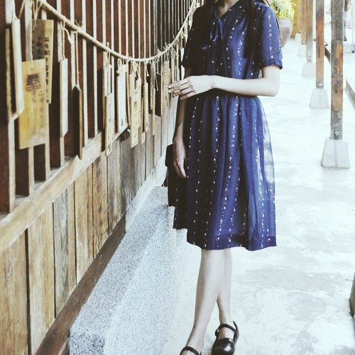 Spend vintage / Nippon dark blue floral dress