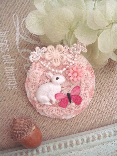 Garohands pink dream garden white rabbit brooch necklace N012 dual-use forest-based gift