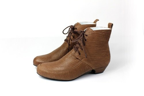 │ brown low-heeled boots straps