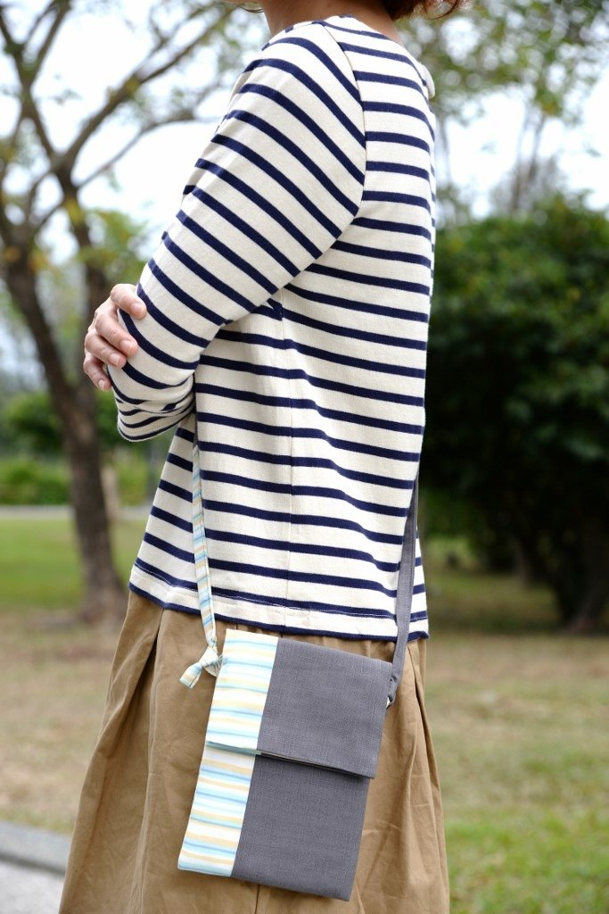 Feel small messenger bag - gray with stripes