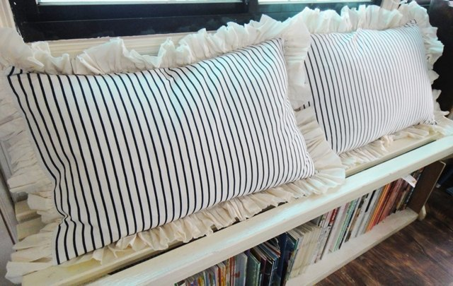 S House Romantic stripes pillowcase