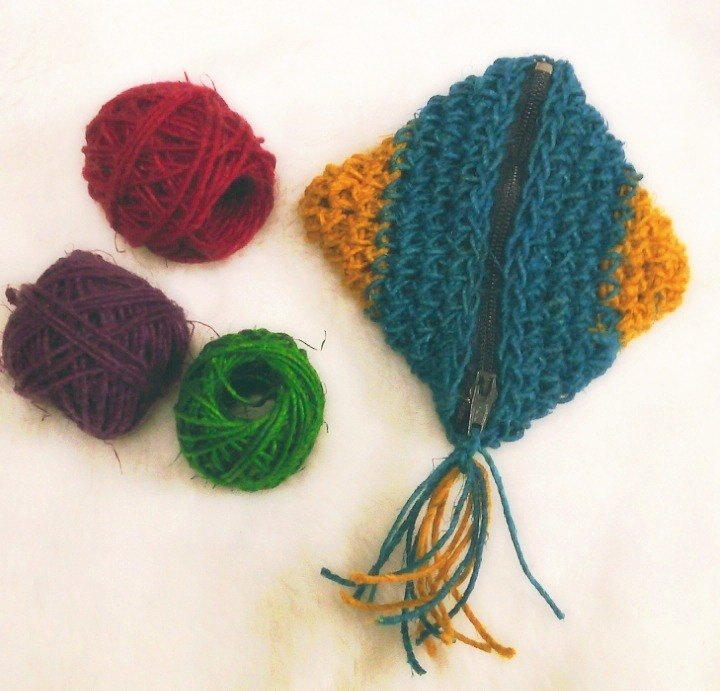 Twine twist vegetable dyes by hand - fish purse