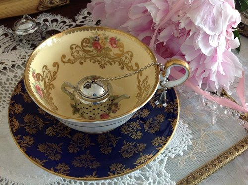Anne crazy ♥ England Antiquities Royal Queen Aynsley bone china with gold-painted roses An Zili cup mugs two groups