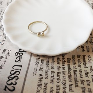 Mini Bow Ring