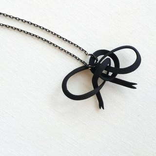 ribbon black necklace