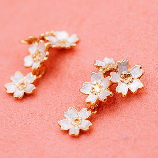 Japanese Sakura earrings - four flowers pierce - Cherry blossom flowers