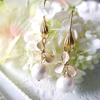 Clover - cotton pearl earrings