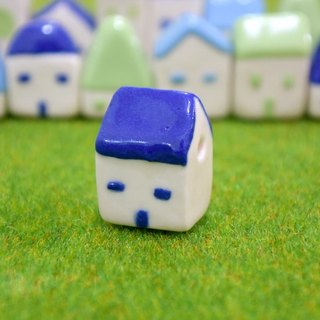 [Is] a good small house tables decorated with ceramic necklace _ _ _ pitched roof and turf tray attached