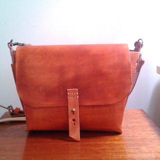 Hand-stitched leather / simple small shoulder bag (small) made dyeable / vegetable tanned leather