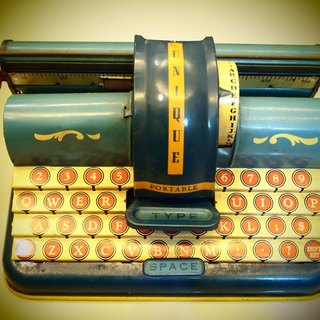 1940 Antique tin toy typewriter typewriter Kung class antique tin toys