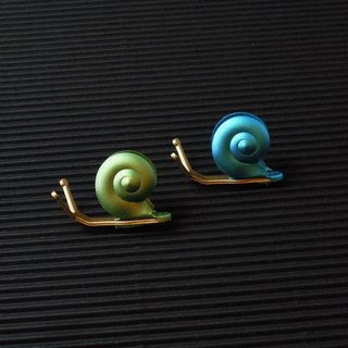 Desk + 1 │ slow living snail magnet group (2 installed) -A