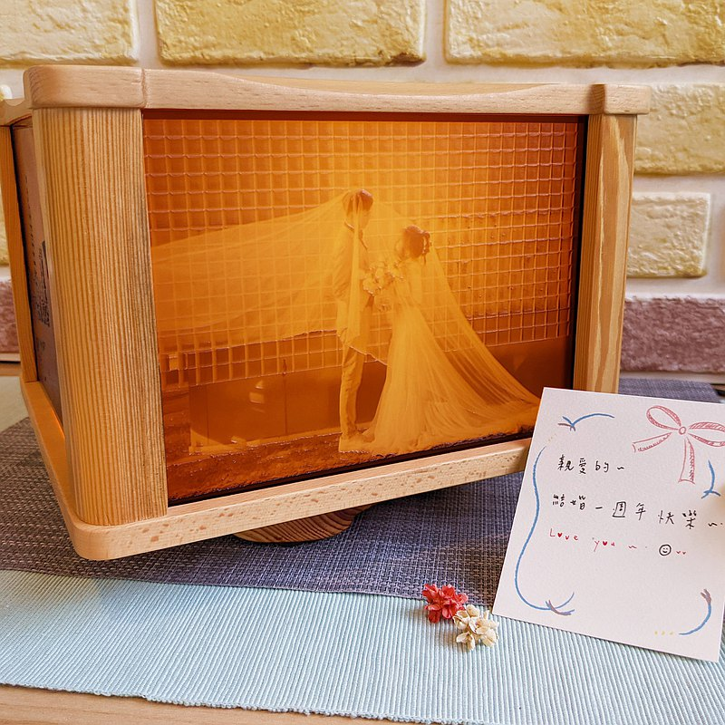 【客製相片】藝術旋轉燈箱 雕刻照片-(單層橫式)