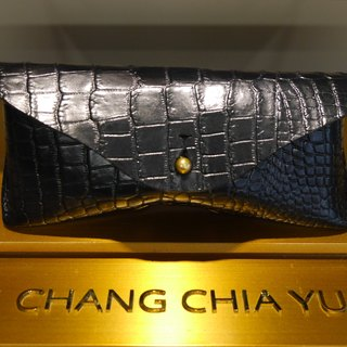 [YuYu] supermodel Zhang Jia Yu own brand - Hand vegetable-tanned leather glasses case, classic embossed crocodile paragraph
