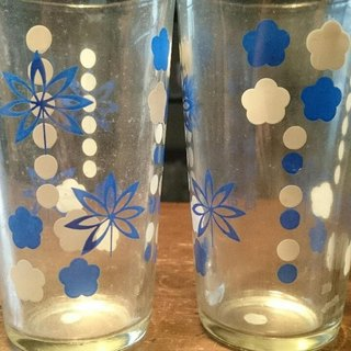 2 13 cm vintage glasses with blue / white floral pattern