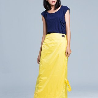Paris elegant simplicity a rainbow skirt / sun / water / light yellow