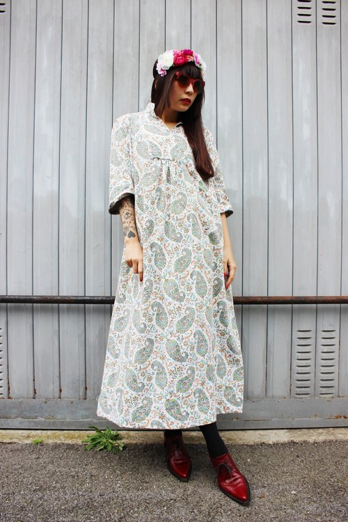 F956 (Vintage) white with green amoeba cloth flowers cotton vintage dress (wedding / picnic / party)